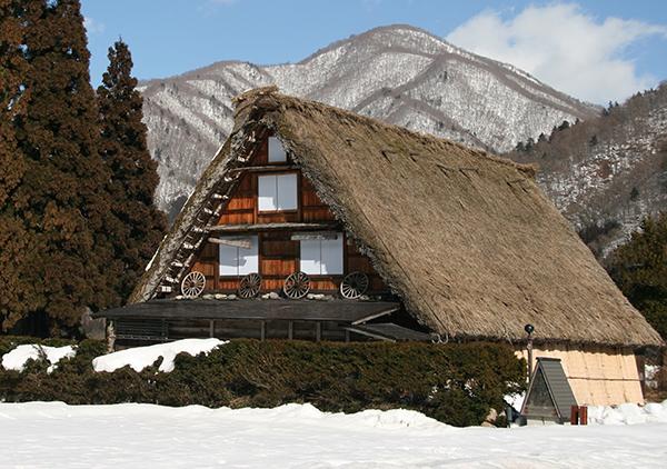 Tradizioni e villaggi fra le alpi giapponesi love peace for Case giapponesi antiche